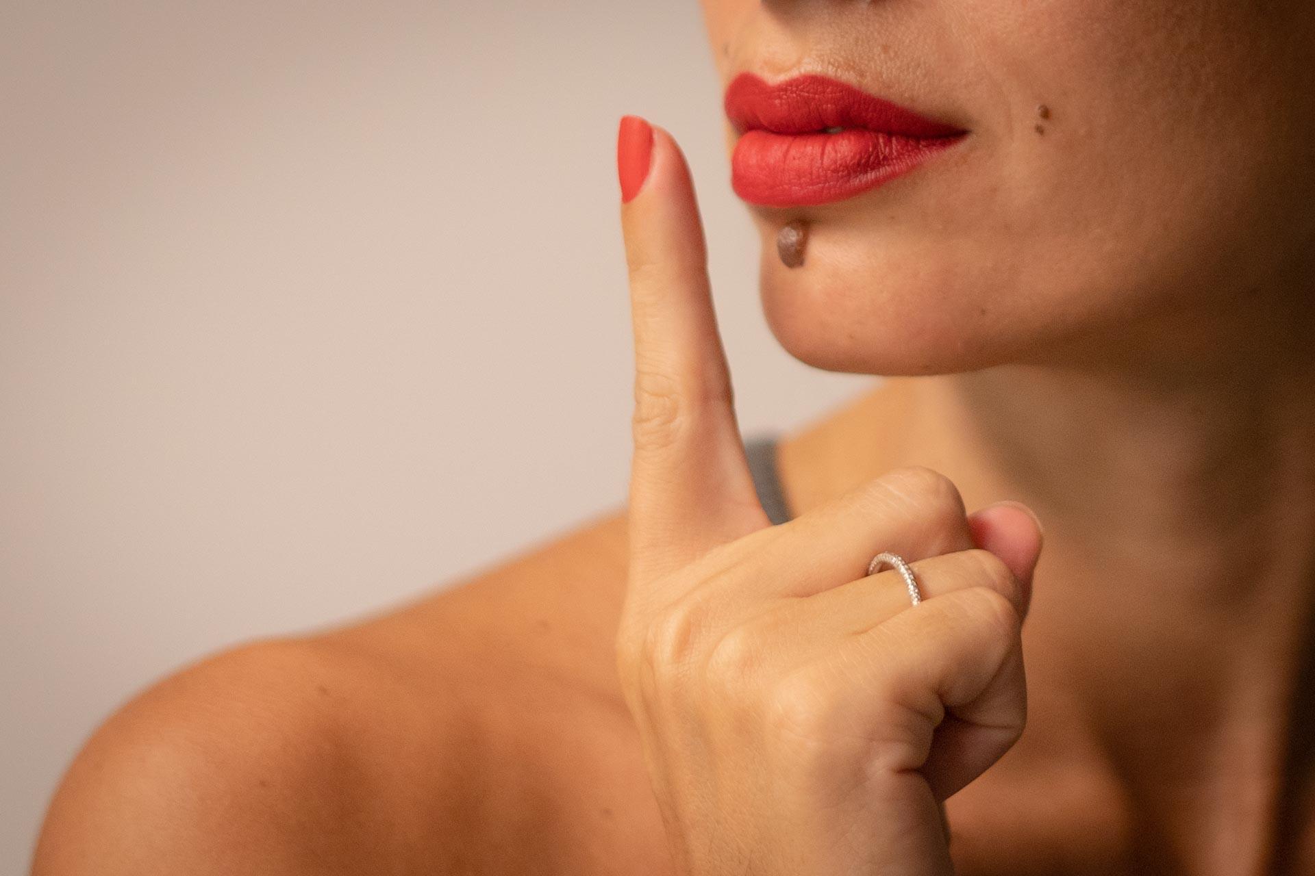 שפתיים אדומות